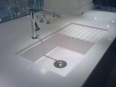 Cozinha planejada em Silestone Blanco Zeus #CozinhaPlanejada #Silestone…
