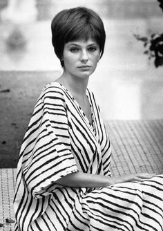 Hollywood Glamour, Hollywood Actresses, Old Hollywood, Actors & Actresses, Hollywood Stars, Jacqueline Bissett, Giroud, Mod Hair, Pixie