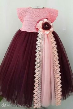 This Pin was discovered by Mel Vestidos Bebe Crochet, Crochet Tutu, Crochet Girls, Crochet Baby Clothes, Boy Crochet Patterns, Dress Patterns, Little Girl Dresses, Flower Girl Dresses, Crochet Shawls And Wraps