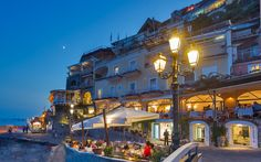 Informal dining under the stars at Covo Dei Saraceni Brasserie .. come try our pizza and the local specialties ! www.covodeisaraceni.it #CovoDeiSaraceni #Positano #AmalfiCoast #Italy