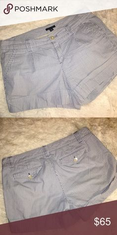 TOMMY HILFIGER | Blue and White Shorts Worn gently. There was a slight rip on the back pocket where the button is that was sown up. It is not noticeable at all. Otherwise these shorts look brand new! 100% cotton and great for the summer. All reasonable offers are welcome! Tommy Hilfiger Shorts Bermudas
