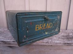 Really cute antique bread box from the Box is made of tin and painted green. Vintage Bread Boxes, Vintage Tins, Vintage Love, Vintage Kitchen, Vintage Decor, Vintage Antiques, Bread Tin, Rolling Pins, Cake Tins