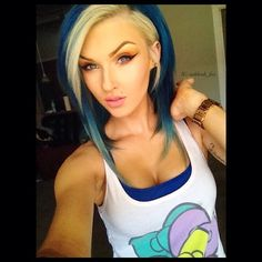 Love her hair cut and style. @ashleah_fox