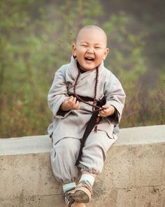 Cute Shaolin boy melts the hearts of millions Precious Children, Beautiful Children, Beautiful Babies, Kids Around The World, People Of The World, Smile Face, Make You Smile, Beautiful Smile, Beautiful People