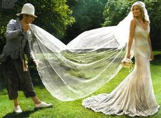 Kate Moss Wedding Photo by Mario Testino. John Galliano Fluffing Kate Moss's Wedding Veil Kate Moss Wedding Dress, Gorgeous Wedding Dress, Dream Wedding, Garden Wedding, Wedding Ring, Perfect Wedding, Post Wedding, Wedding Beauty, Beautiful Bride