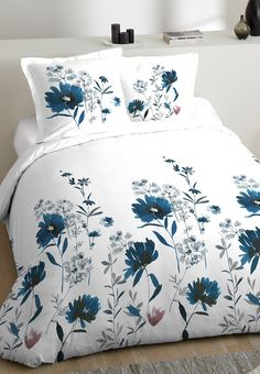 Bed Cover Design, Bed Linen Design, Bed Sheet Sets, Bed Sheets, Bed Sheet Painting Design, Fabric Painting On Clothes, Cool Comforters, Fabric Paint Designs, Wall Painting Decor