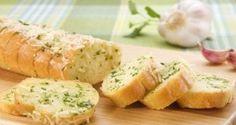 Pão baguete com alho e queijo