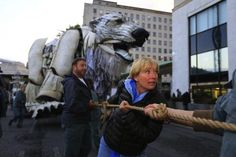 How will @Shell's security deal with Emma Thompson outside their HQ today? http://grnpc.org/Ig2Sr #ArcticRoar