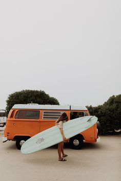 Eryn Krouse before heading out for a surf in Jalama ✌🏼 Womens surf brand.Surf Bikini, Long Sleeve One Piece, Rash Guard, Surf Leggings and surfer girl clothing.Boho Fashion and Surfergirl streetwear Orange Aesthetic, Beach Aesthetic, Summer Aesthetic, Aesthetic Girl, Roxy Surf, Surf Girls, Surfing Tattoo, Surfing Lifestyle, Image Surf