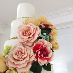 Otra belleza en nuestro nuevo estudio en Calle 72 San Francisco.... Para citas escríbenos a pedido@delicatessepostres.com #sugarart #sugarflowers #delicatessepostres #cake #cakeart #wedding #weddingcake #bodaspanama San Francisco, Desserts, Food, Deserts, Street, Studio, Quotes, Beauty, Tailgate Desserts