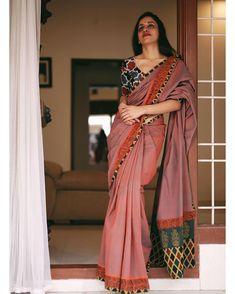 Cotton Saree Designs, Sari Blouse Designs, Saree Blouse Patterns, Dress Indian Style, Indian Dresses, Indian Outfits, Indian Skirt, Indian Wear, Sabyasachi Sarees