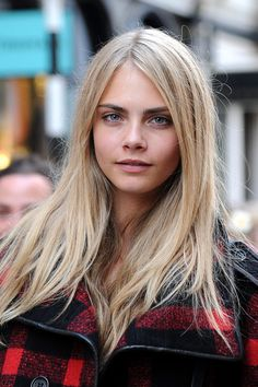 cara delevingne - love the color of her hair!