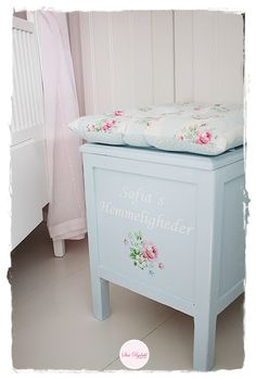 If you like Greengate, Cath Kidston, Walther and Co, Ib Laursen or Maileg. Country Style Homes, French Country Style, Shabby Chic Kitchen, Shabby Chic Decor, Rose Cottage, Cottage Style, Upcycled Furniture, Painted Furniture, Cottage Living