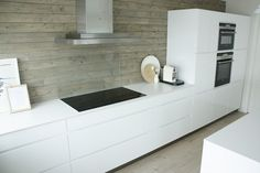 alweer n keuken, white cabinets with black accents
