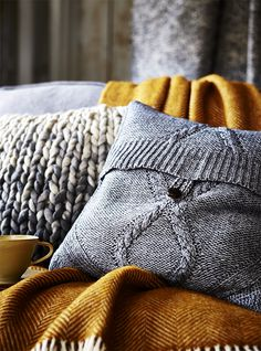 simple instructions to turn an old jumper or inexpensive charity shop purchase - into a cushion cover. Fun Diy Crafts, Diy Craft Projects, Sewing Projects, Upcycling Projects, Textiles, Sewing Pillows Decorative, Diy Cushion Covers, Cushion Ideas, Homemade Cushion Covers