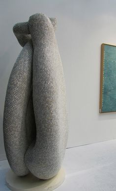 British artist Tony Cragg (born in Liverpool, England) unveiled a new dice covered sculpture at FIAC 2011 in Paris last week. Cragg has created a number Organic Sculpture, Art Sculpture, Sculpture Projects, Contemporary Sculpture, Contemporary Art, Bokashi, Unusual Art, Installation Art, Art Installations