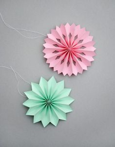 DIY Mini paper medallions
