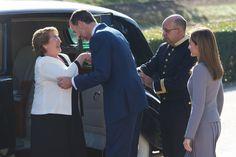 Los Reyes reciben a la presidenta de Chile en la primera visita de Estado del Reinado. 30/10/2014