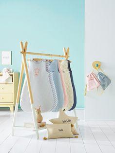 Coussin bébé personnalisable beige naturel - Sympa le petit coussin tout doux qui apportera une jolie touche déco à la chambre de bébé ! Et en plus, vous pouvez le personnaliser comme vous voulez  www.vertbaudet.fr - Collection Printemps-Eté 2017