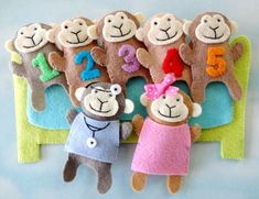 This Felt Sewing Pattern - Five Little Monkeys Finger Puppet Set Felt Sewing Pattern Tutorial - PDF e PATTERN is just one of the custom, handmade pieces you'll find in our patterns & how to shops. Felt Puppets, Felt Finger Puppets, Christmas Sewing Patterns, Finger Puppet Patterns, Five Little Monkeys, Felt Bunny, Felt Patterns, Baby Patterns, Felt Toys