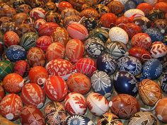In Zengövárkony, Hungary there is an egg museum datan-datenanalyse.de/Tojas/ where eggs from all over the world are exhibited. it is worth to enlarge it Happy Easter Photos, Easter Ham, Easter Monday, Ukrainian Easter Eggs, Hand Designs, Beautiful Hands, Cool Photos, Hungary, Easter Ideas