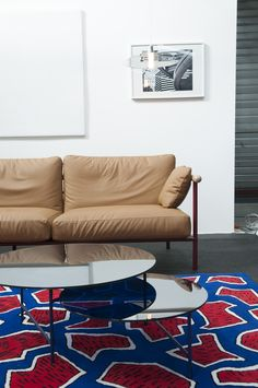 X-Ray sofa by Alain Gilles, Zorro table by Note Design Studio, France rug by Nathlie du Pasquier for La Chance - photo by Joséphine Aury - www.lachance.fr Create A Board, Traditional Sofa, Ottoman Table, Rug, France, Design Studio, Daybed, Living Room Designs, Armchair