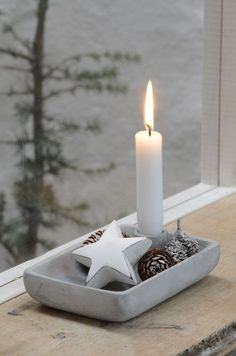 Lysestage i cement DKK). Country Christmas, Christmas And New Year, Winter Christmas, Christmas Time, Xmas, Concrete Crafts, Creation Deco, White Candles, Scandinavian Christmas