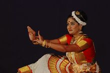 Mohiniyattam - Wikipedia, the free encyclopedia