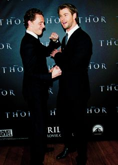 Tom Hiddleston and Chris Hemsworth, bromance