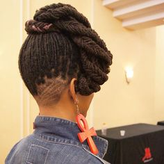 My favorite #locs style from the @naturalhairindustry convention! Pure Art!