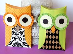 owl treat boxes and other cute crafts Cute Crafts, Crafts For Kids, Arts And Crafts, Paper Crafts, Owl Pillow, Pillow Box, Fall Halloween, Halloween Crafts, Halloween Ideas