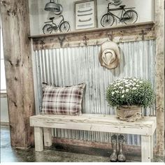Vintage Farmhouse Decor There are many rustic wall decor ideas that can make your home truly unique. Find and save ideas about Rustic wall decor in this article. Decoration Shabby, Diy Home Decor Rustic, Rustic Wall Decor, Rustic Walls, Country Decor, Decorations, Rustic Bench, Ranch Home Decor, Rustic Wood
