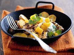 Kuřecí prsa s brambory, dýní a bylinkovým jogurtem