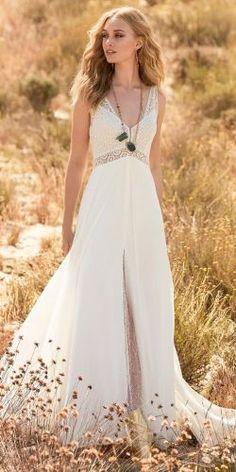 New Collection For Bague de Fiançailles 2018 : Description Rembo Styling 2018 Beautiful bridal dress with higher waist and thin shoulderstraps a very sophisticated split in the skirt Beautiful Bridal Dresses, Bohemian Wedding Dresses, Hippie Dresses, Wedding Dresses Plus Size, Plus Size Wedding, Nice Dresses, Wedding Gowns, Rembo Styling, Hippie Look