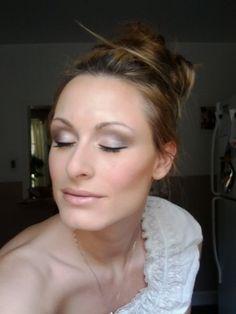 Love this bride's DIY makeup!