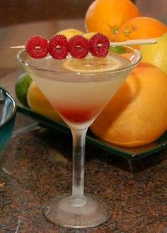I Love Rasberry Lemon Drop Martinis! Similar to Thalia's Berry Drop with huckleberry vodka! Lemon Drop Drink, Lemon Drop Martini, Lemon Drop Shots, Refreshing Drinks, Fun Drinks, Yummy Drinks, Beverages, Alcoholic Drinks, Liquor Drinks