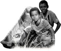 O Vale do Ribeira é desconhecido da maioria dos brasileiros. Ali está a última área contínua de Mata Atlântica no Brasil. Mais do que isso: a região é casa de dezenas de comunidades quilombolas, grupos remanescentes da opressão escravocrata, que são parte da nossa história, do nosso presente e também do nosso futuro. Das 26 comunidades reconhecidas do Vale do Ribeira paulista, apenas 6 foram tituladas. Sem a garantia da terra, o povo quilombola é impedido de manter sua cultura viva.