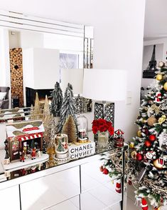 Anni (@fashionhippieloves) • Instagram-foto's en -video's Christmas Plates, Christmas Time, Christmas Decorations, Holiday Decor, Christmas Ideas, Merry And Bright, Xmas Tree, Interior Decorating, Instagram Posts