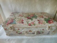 shabby chic valise Shabby Chic Trunk, Shabby Chic Boxes, Shabby Chic Cottage, Shabby Chic Decor, Vintage Suitcase Decor, Painted Suitcase, Vintage Suitcases, Vintage Luggage, Trunk Makeover