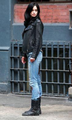 krysten-ritter-booty-in-bloody-jeans-a.k.a.-jessica-jones-set-in-nyc-july-2015_1.jpg (1280×2130)
