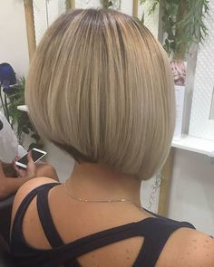 """It can not be repeated enough, bob is one of the most versatile looks ever. We wear with style the French """"bob"""", a classic that gives your appearance a little je-ne-sais-quoi. Here is """"bob"""" Despite its unpretentious… Continue Reading → Bob Hairstyles 2018, Choppy Bob Hairstyles, Short Bob Haircuts, Wedding Hairstyles, Undercut Hairstyles, Short Hair Cuts, Short Hair Styles, Bobs Blondes, Asymmetrical Bob Haircuts"""
