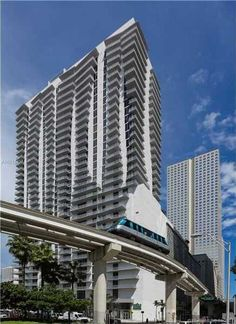 *LIMITED TIME! Look & Lease this Luxe 3/2 Downtown Apt for 1 Month FREE!*  Located in the heart of Downtown Miami, in the center of it all, rises Monarc at Met3... A super-luxe building within a short walking distance to Miami's major office-building employers, Bayfront Park, River Walk & American Airlines Arena – just to name a few. Spend lots less time in the car and lots more time living life!  Monarc offers truly unparalleled amenities: modern fitness center, theatre room, saltwater…