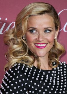 Reese Witherspoon's gorgeous curls and bright lipstick