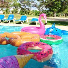 O Verão é a época das férias escolares e tem como destino principal as cidades litorâneas. Mas ... também é possível aproveitar o verão sem descer a serra, curtindo uma piscina!