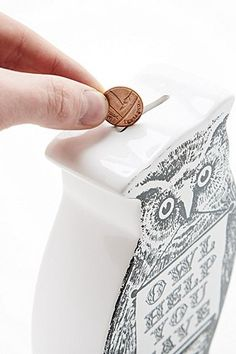Tirelire hibou - Urban Outfitters Urban Outfitters, Money Bank, Decoration, Animal Decor, Money Box, Animaux, Decor, Decorations, Decorating