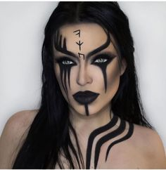 Looking for for inspiration for your Halloween make-up? Browse around this website for cool Halloween makeup looks. Cool Halloween Makeup, Scary Makeup, Halloween Makeup Looks, Sfx Makeup, Cosplay Makeup, Halloween Ideas, Ghost Makeup, Halloween 2020, Halloween Make Up Scary