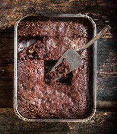 Μπράουνις (brownies) με καρύδια χωρίς γλουτένη από την Αργυρώ Μπαρμπαρίγου! Brownies, Gluten Free, Desserts, Recipes, Food, Cake Brownies, Glutenfree, Tailgate Desserts, Deserts