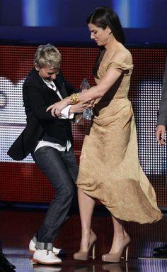 Sandra Bullock Dancing On Ellen    Sandy the best actress and woman S...