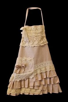 So pretty - Handmade Apron (short) by A Country Lane, via Arlene Parker Couture Lin, Rose Moustache, Sewing Crafts, Sewing Projects, Cute Aprons, Sewing Aprons, Aprons Vintage, Vintage Lace, Linens And Lace