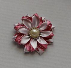 Barrette fleur rose poudré et blanc Pince à cheveux kanzashi Fleur  kanzashi Ruban 54a5ce426a0